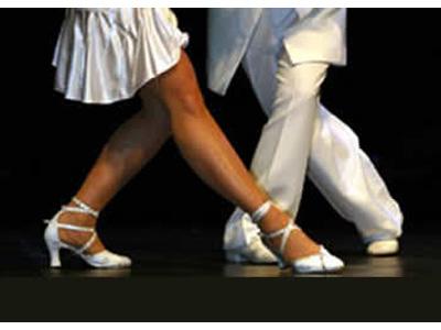 In forma con i balli latino-americani