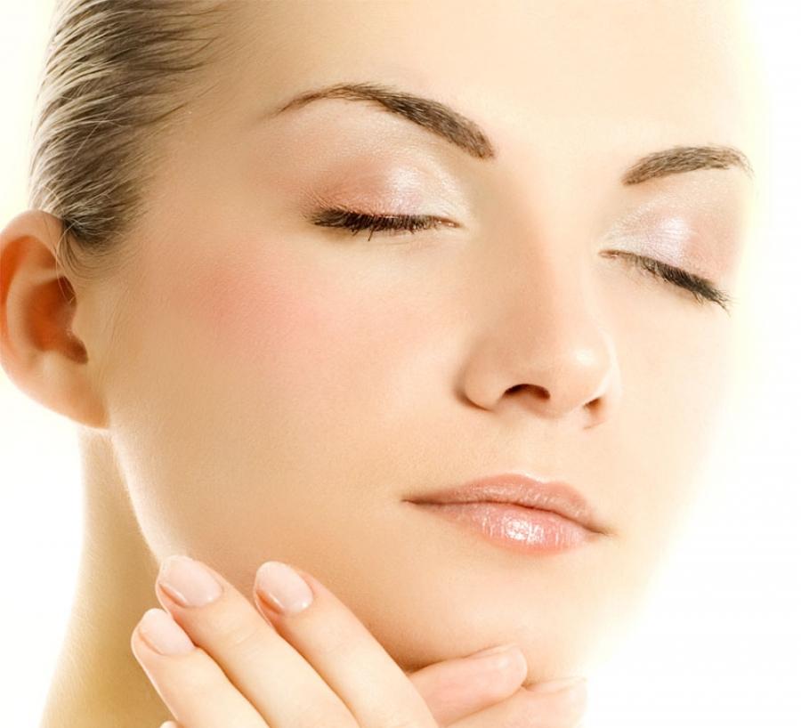 Quattro gesti per risvegliare la pelle